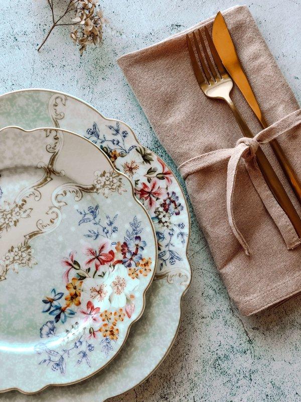 Flora uzkodu • deserta šķīvis