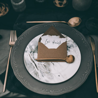 Pelēkie Calm + Forest dreams - galda piederumi + zila salvete + Royal zila glāze / Eva Dek