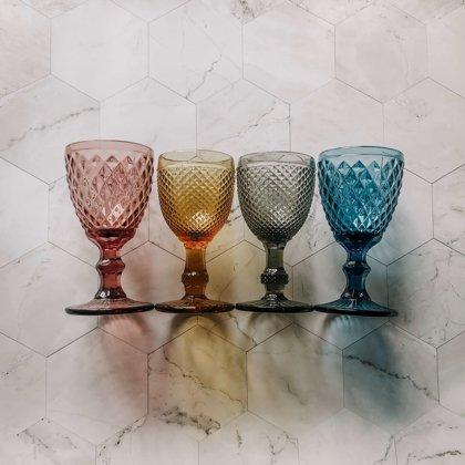 Krāsainas stikla glāzes